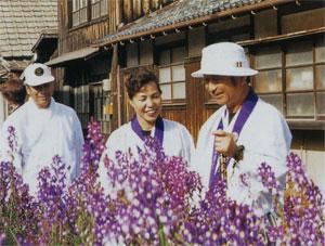 日本の島再発見_愛媛県_越智諸島_伊予大島_ちょっとひといき笑顔がこぼれる鉄人と小鉄