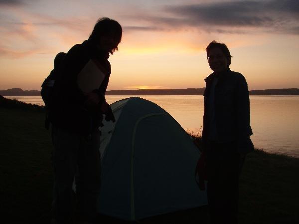 地球の島めぐり_イギリス_アイラ島_冨塚直也の宿泊テントと小鉄