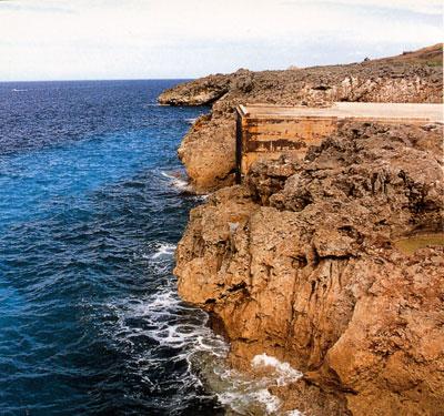 日本の島再発見_沖縄県_大東諸島_南大東島_絶壁が続く海岸線