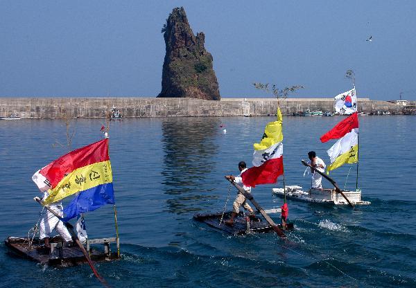 地球の島めぐり_韓国_鬱陵島_手作りボートで競争-文化観光課撮影