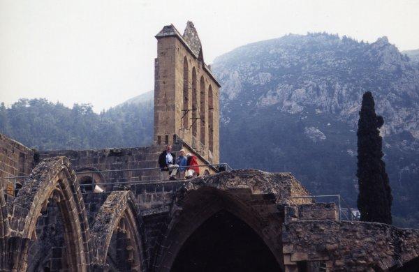 北ニコシアにある断崖絶壁にある修道院ベラパイーズ修道院