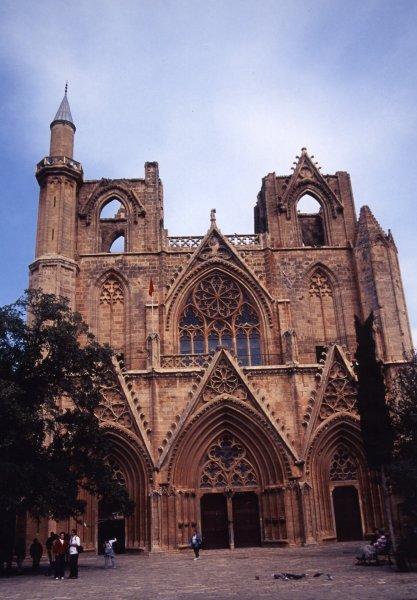 アヤ・ソフィア教会1326年に建築