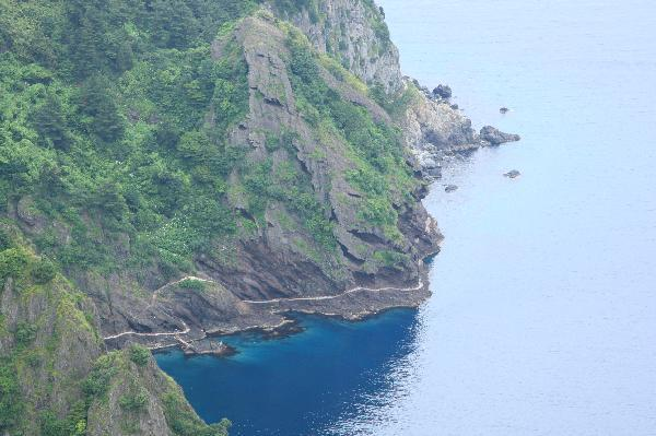 地球の島めぐり_韓国_鬱陵島_遊歩道の海はとても綺麗だ