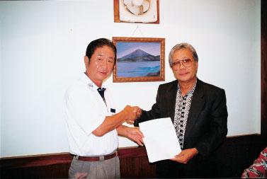 日本の島再発見_著者とナカムラ大統領