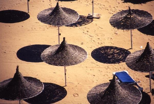 アギア・ナパのビーチパラソル