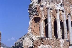 ギリシャ劇場の正面