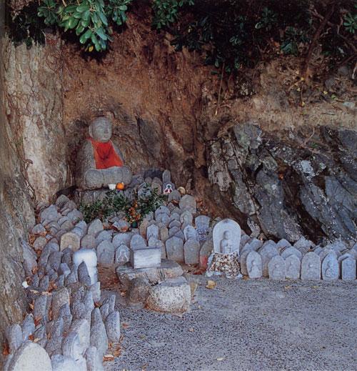 日本島再発見_広島県_芸備群島_因島_地蔵鼻のお礼参りの石仏