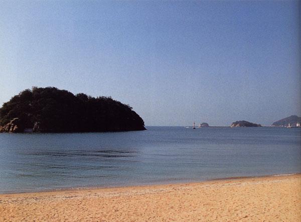 日本の島再発見_広島県_仙酔島_宿舎前の春の海