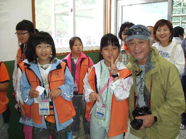 地球の島めぐり_韓国_鬱陵島_本土からの中学生と記念写真