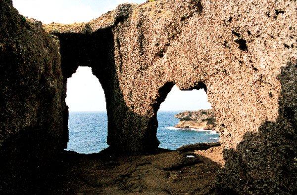 日本の島再発見_鹿児島県_奄美群島_徳之島_犬の門蓋(いんのじょうぶた)