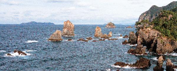 日本の島再発見_山口県_萩諸島_青海島_自然研究路から見た北海岸の景勝地
