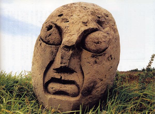 日本の島再発見_東京都_伊豆諸島_新島_コーガ石のモヤイ像