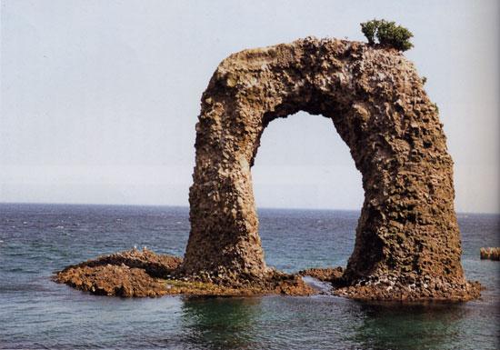 日本の島再発見_北海道_奥尻島_鍋釣岩