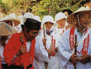 日本の島再発見_愛媛県_越智諸島_伊予大島_真っ赤な装束の伊藤清吉さん(89才)