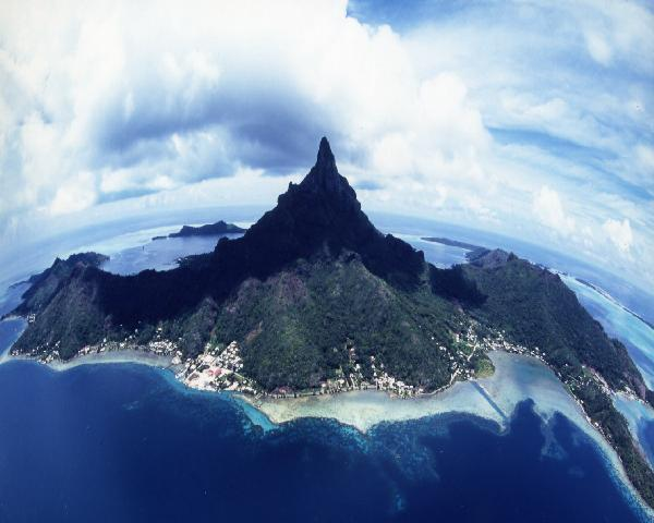 島_ボラボラ島 海と空から
